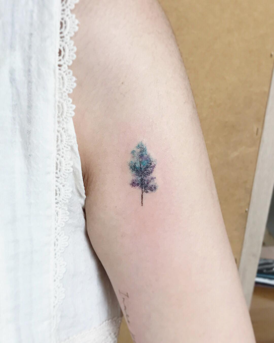 Tiny watercolor tree by @tattooist_flower