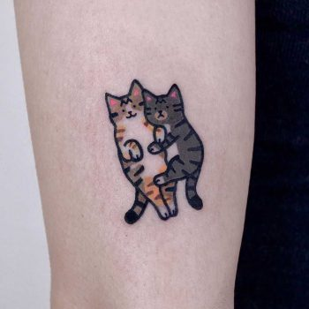 Two lying kittens by @jizottt