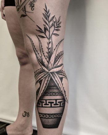 Aloe and pottery by @justinoliviertattoo