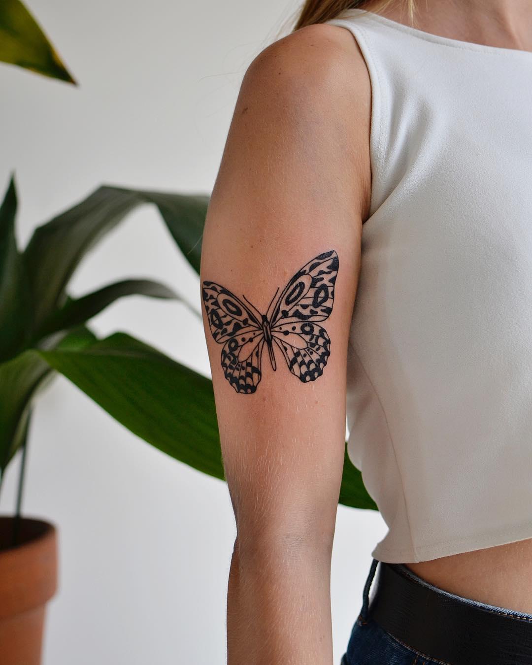 Black butterfly by @tototatuer