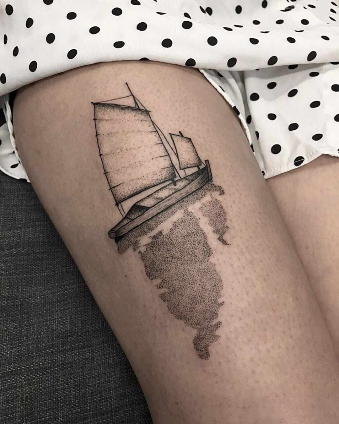 Boat reflections by @sztuka_wojny