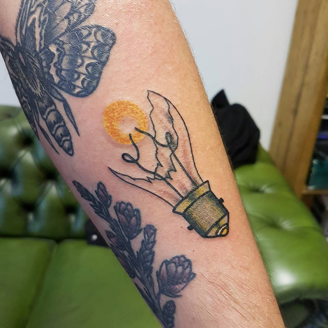 Broken lightbulb by @rabtattoo