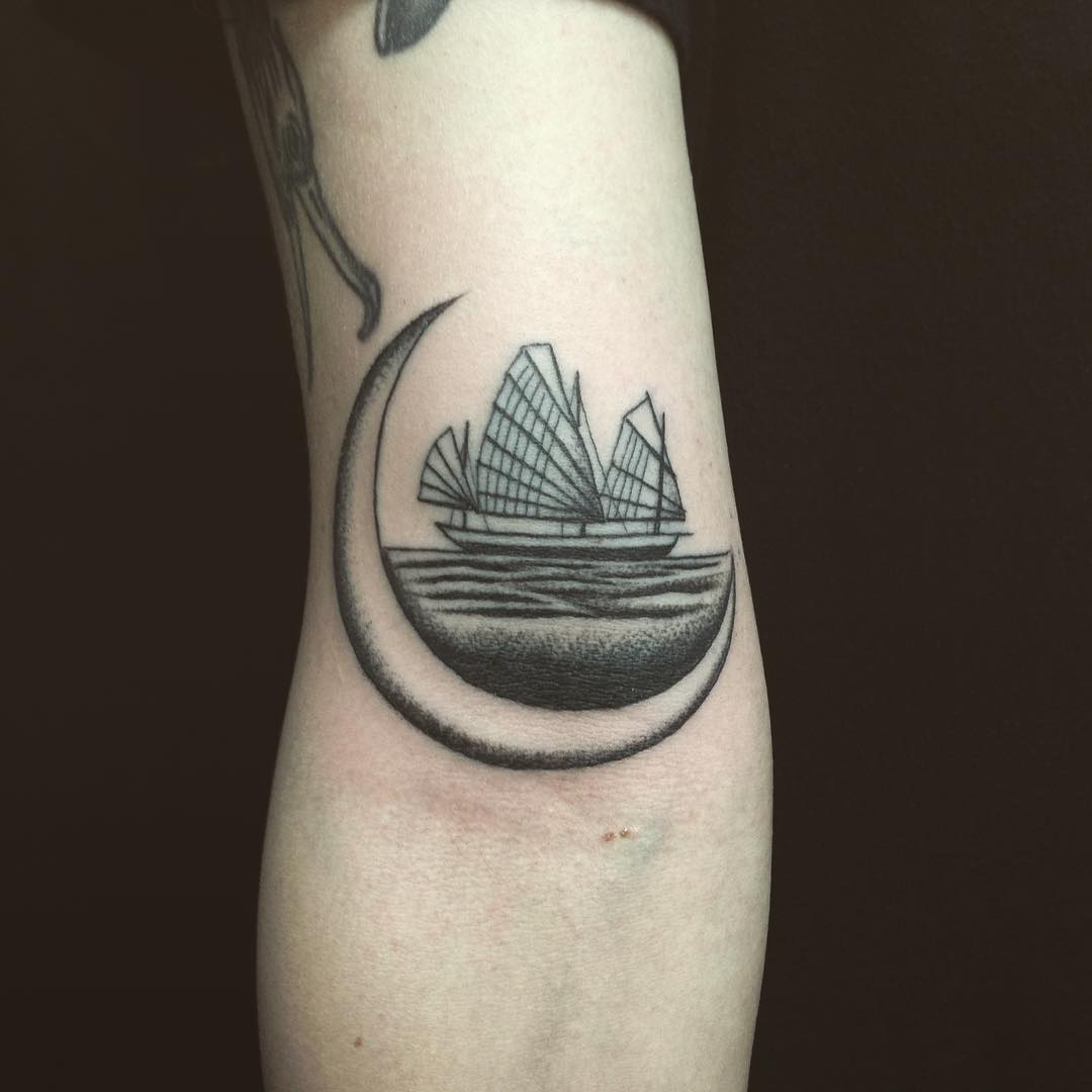 Chinese junk ship tattoo by @justinoliviertattoo