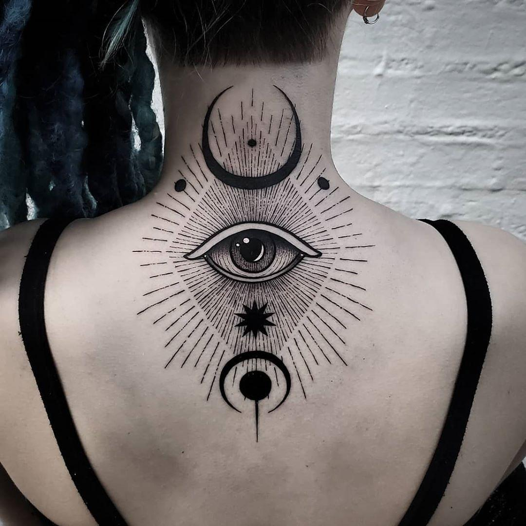 Eye on the back by @thomasetattoos