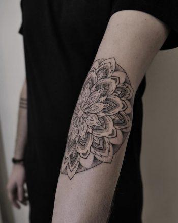 Inner elbow mandala by @hala.chaya