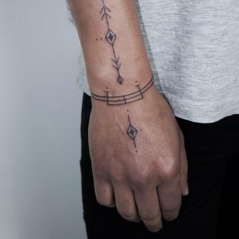 Ornaments on a wrist by @hala.chaya
