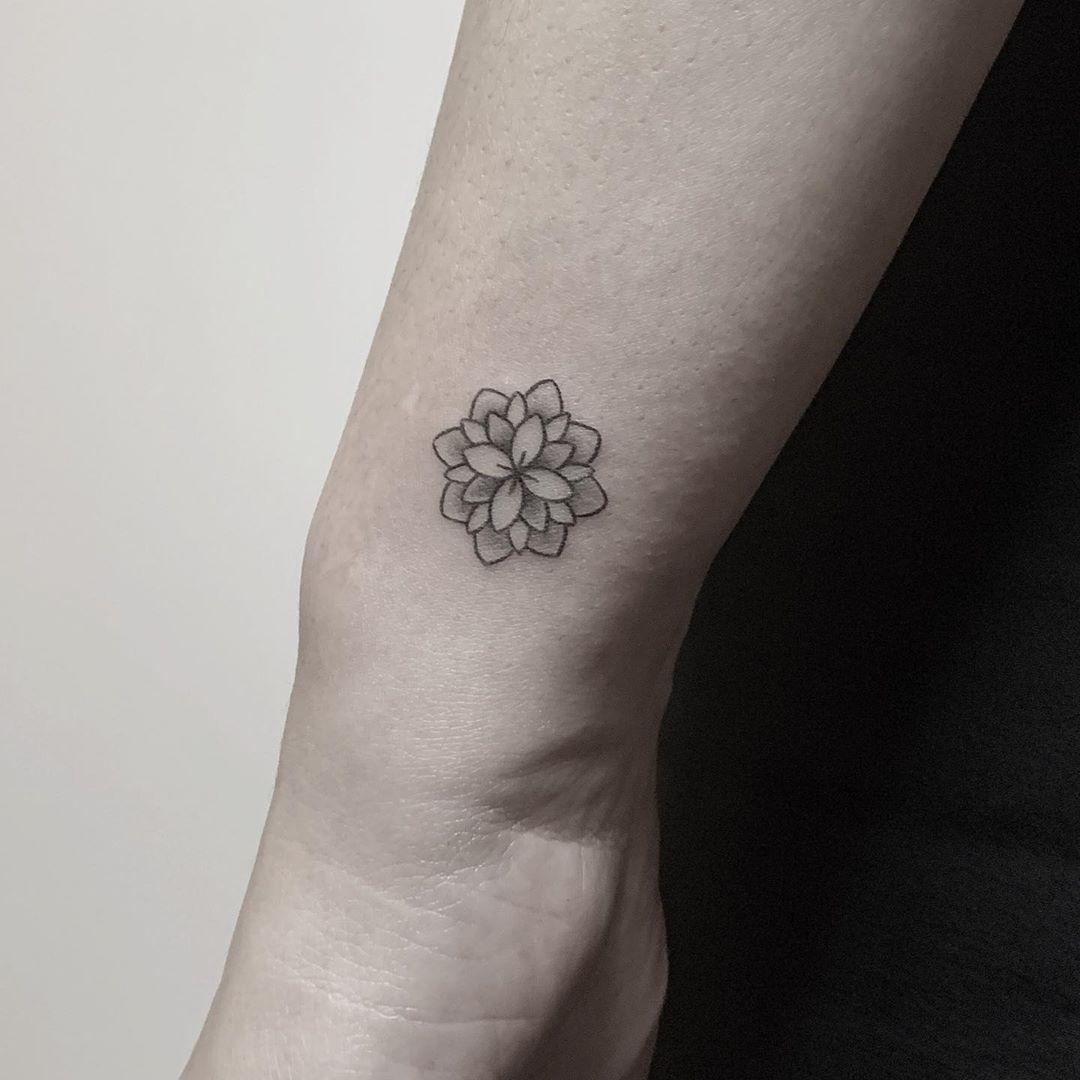 Small flower by @hellotako
