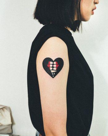 Vampire teeth heart by @woo_loves_you