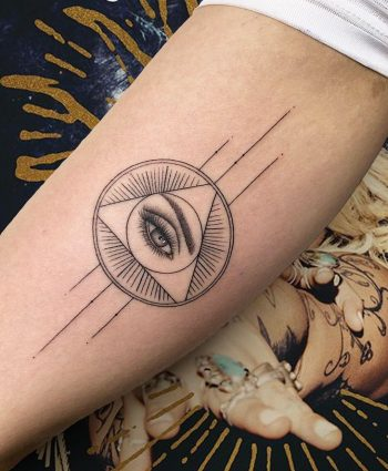 All-seeing eye by @joannamroman