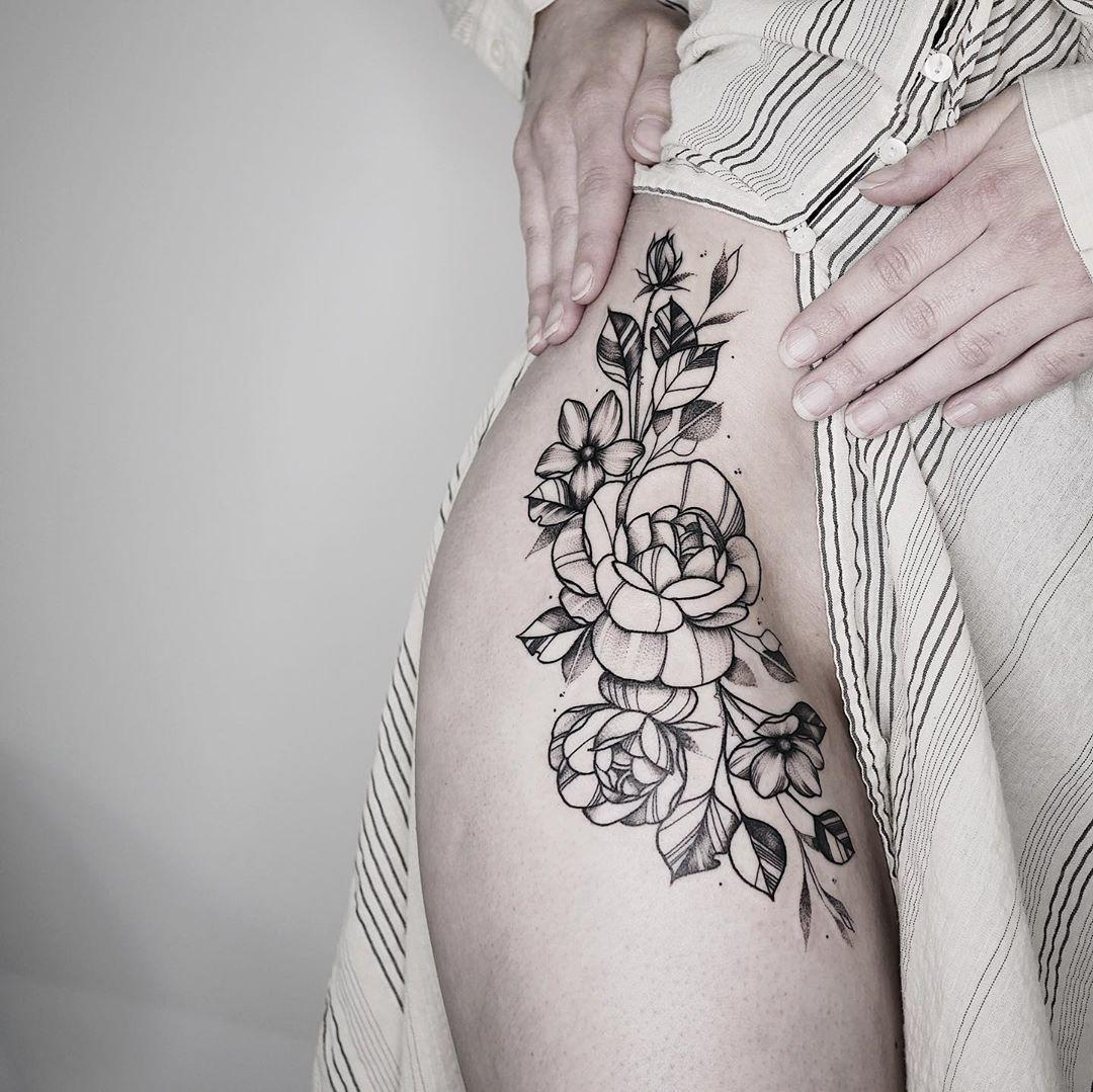 Flowers on a hip by @sollefe