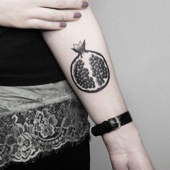 Half of pomegranate by @mateutsa
