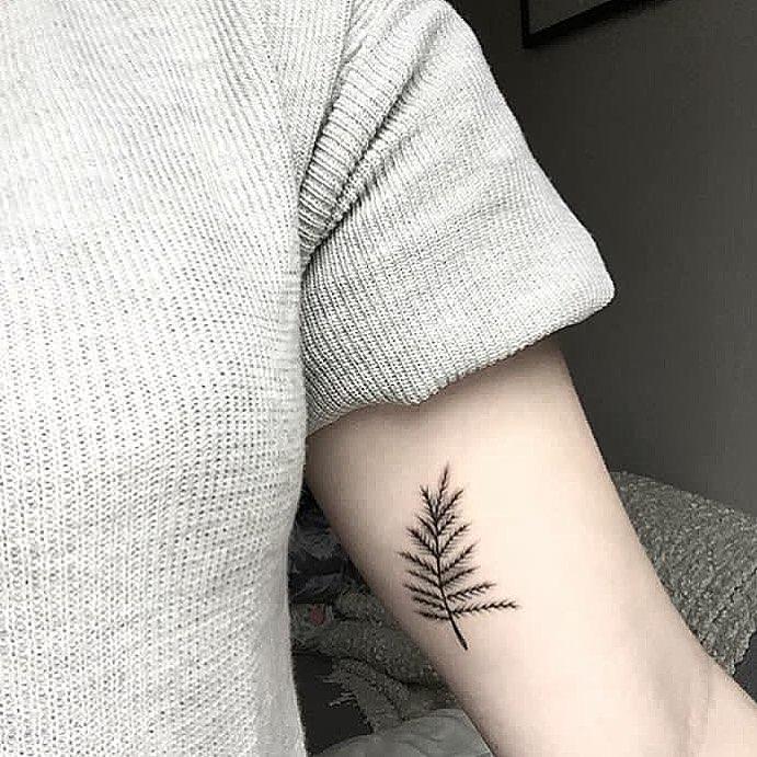 Leaf by @rebecca_vincent_tattoo