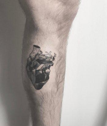 Monochrome coal heart by @inksil
