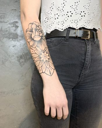 Simple rose and mandala by @lexyhavemind