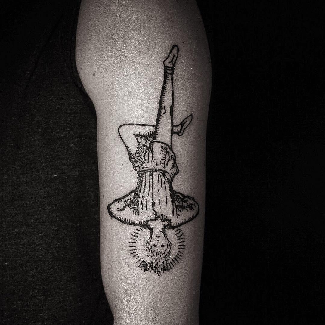 The hanged man tattoo by @mateutsa
