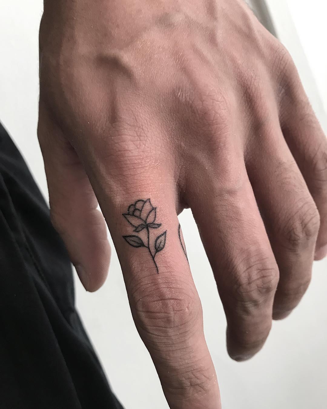 Tiny rose by @joannamroman