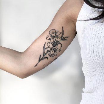Narcissus tattoo by @isaarttattoo