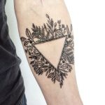 Floral triangle by @vlada.2wnt2_25