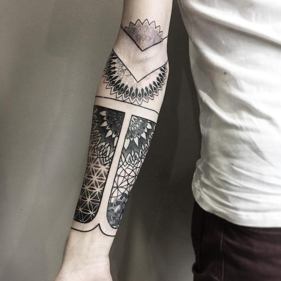 Ornamental sleeve by @vlada.2wnt2
