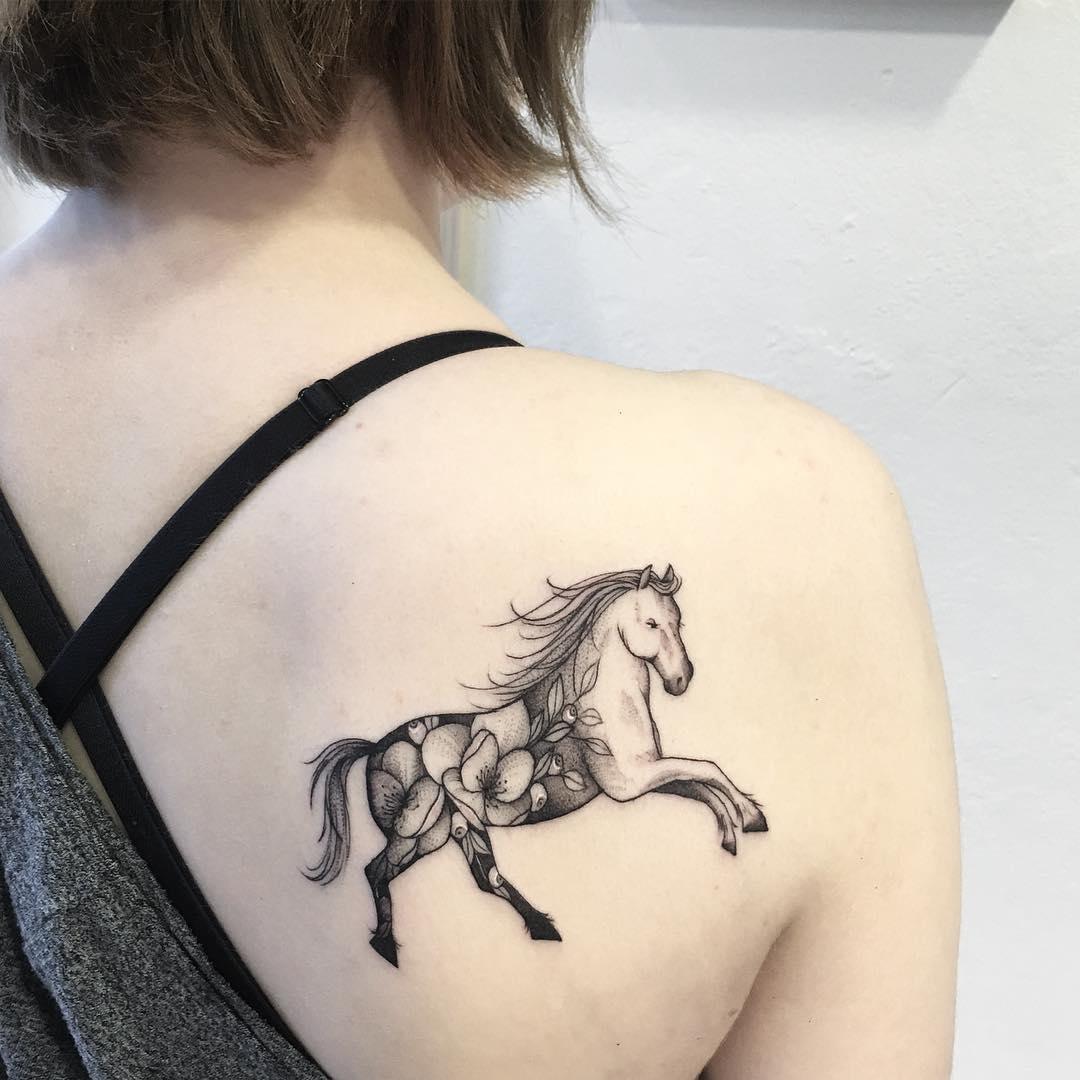 Horse by @vlada.2wnt2