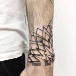 Wrist Geometry by @vlada.2wnt2