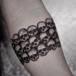 Armband of Forty Five Skulls by tattooist Arang Eleven