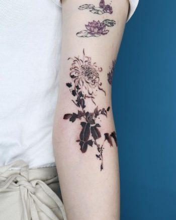 Chrysanthemum Tattoo by @sai_rgb