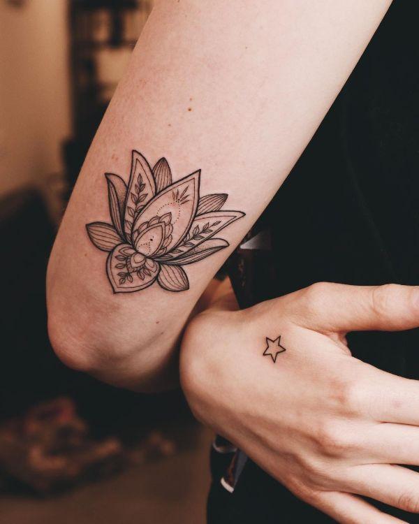 Classy Lotus by @vlada.2wnt2