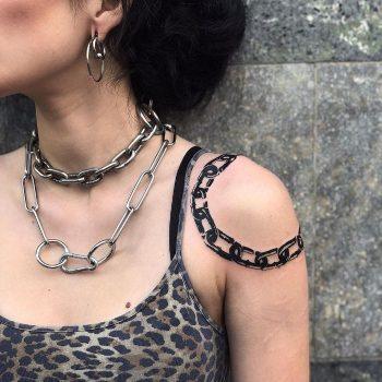 Chain on a Shoulder by @tatti040